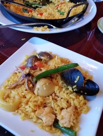 Piqueo Restaurant & Bar: Piqueo Seafood Paella