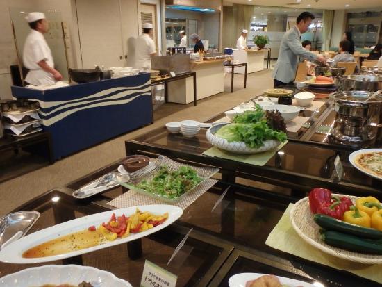 Hotel Izukyu: 夕食バイキング