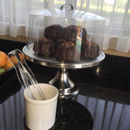 كومفورت سويتس أوجستا: Chocolate Molten cake