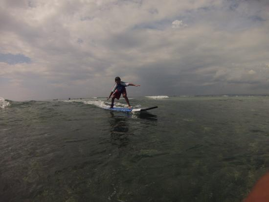 Desu de Bali Surf - Surfing Courses : Riding the waves for the first time !