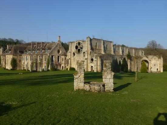 L 39 abbaye des vaux de cernay nh c a abbaye des vaux de for Abbaye des vaux de cernay piscine