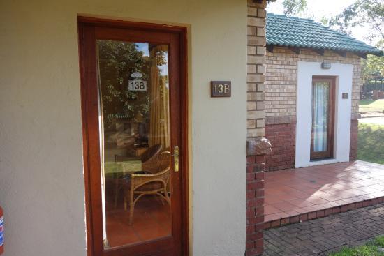 aha Greenway Woods Resort : Porte d'entrée du bungalow