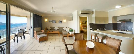 Whitsunday Apartments Hamilton Island: Deluxe Coral Sea View Apartment