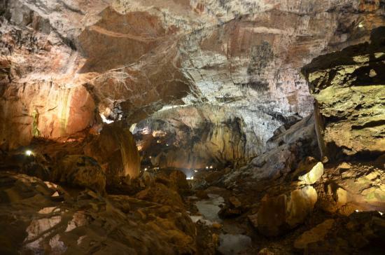 Viaje al centro de la tierra - Picture of Cuevas de Valporquero, Valporquero ...