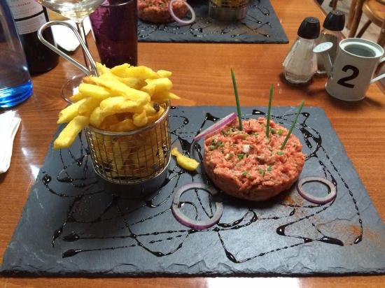 Inter Hotel Du Phare : Tartare avec ses frites