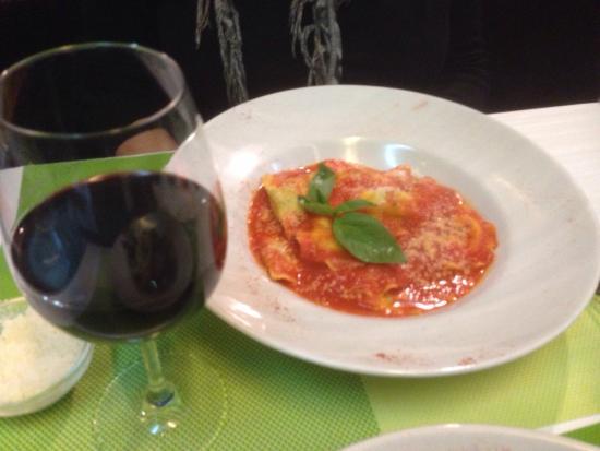 Take Eat Easy Quality Food: Raviolis ricotta épinards tomates basilic