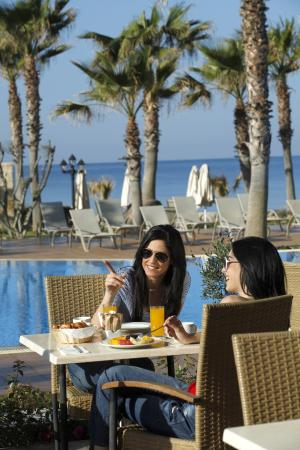 Aquamare Beach Hotel & Spa: Kirke Restaurant