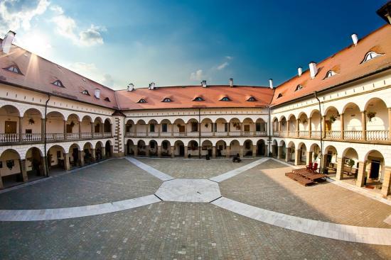 Zamek Krolewski Niepolomice Hotel