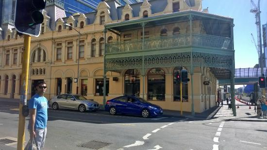 Royal Hotel: Building