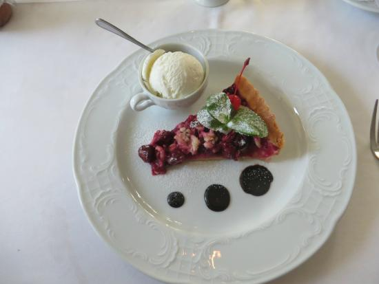 Kronon Restaurant: cherry pie