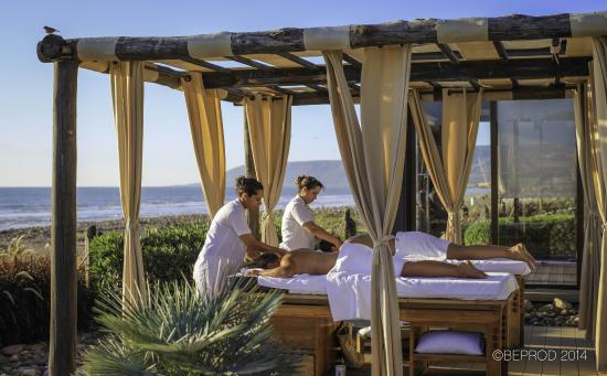 Paradis Plage Surf Yoga & Spa Resort: Outdoor massage