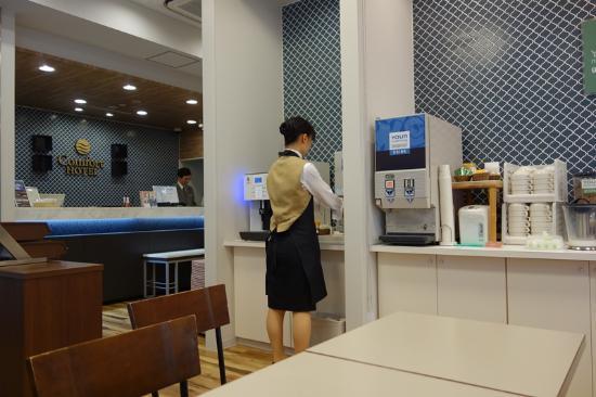 Comfort Hotel Tokyo Kanda: コーヒはチェックインから24:00までは飲み放題です。
