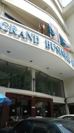 Grand Business Inn: 外部