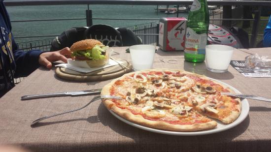 Pizza E Hamburger Picture Of Momi Cocktail Restaurant Spinone Al Lago Tripadvisor