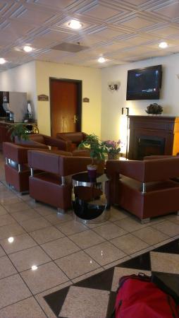 Baymont Inn & Suites Columbia Fort Jackson: Lobby