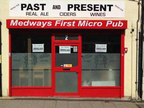 Gillingham, UK: Past &Present Micro Pub.