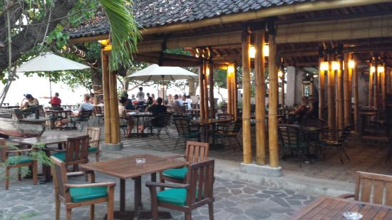Sea Breeze Cafe: Sea Breeze outdoor sitting area & bale