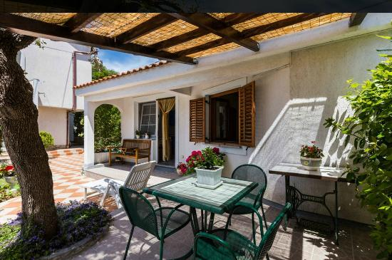 Villa Katarina: Bungalow for 2+1 persons within the complex of the Villa