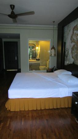 Suan Bua Hotel & Resort: Our room with window to Shower & Bathroom