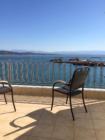 Pantheon City Hotel: vue coté port