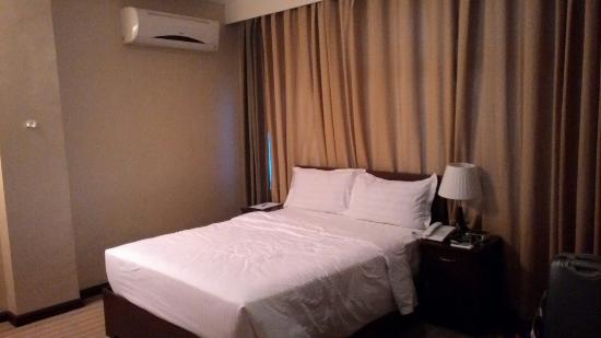 Orion Hotel: Large tv, good bed