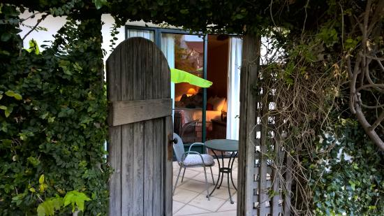 Spanish Garden Inn: Private Patio, Gate From Pool