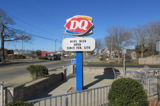 Dairy Queen: The usual DQ sign