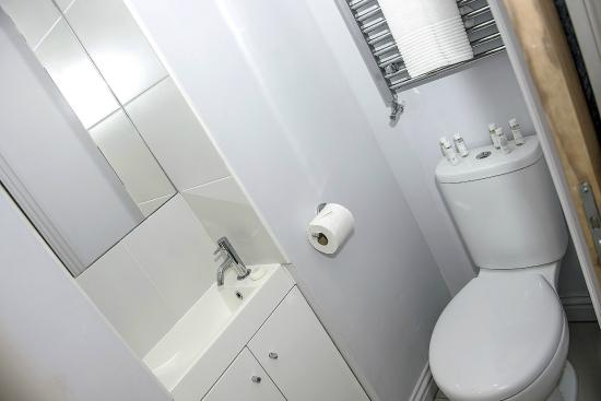 BASE Serviced Apartments Chester : Bathroom