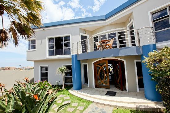 Royal Benguela Guesthouse: Front Garden