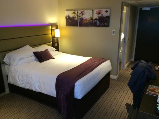Family room picture of premier inn glasgow pacific quay for Premier inn family room