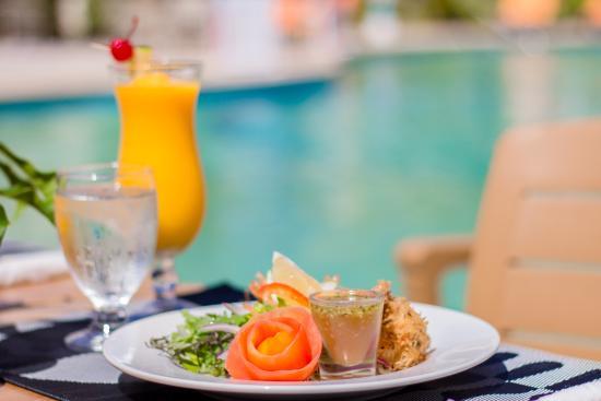 Hi Tide Restaurant at Bay Gardens Beach Resort: Great Combinations