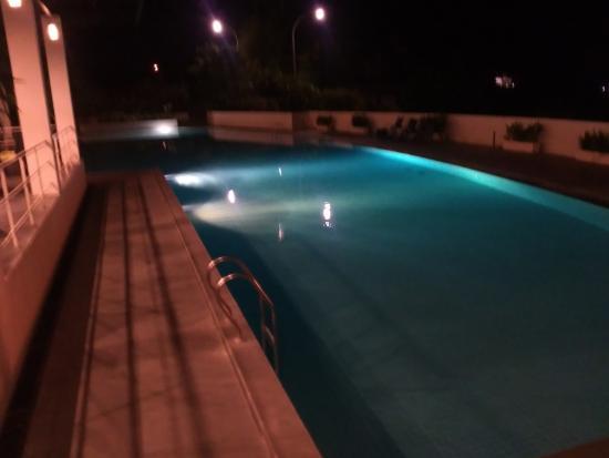 Sintesa Peninsula Hotel : kolam renang