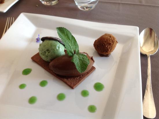 La Tivollière : Mon préféré: le dessert chocolat/menthe. J'ai adoré le visuel, sensualité du chocolat, fraîcheur