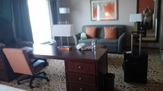 Hampton Inn and Suites Ocala: Nice space for working or relaxing.