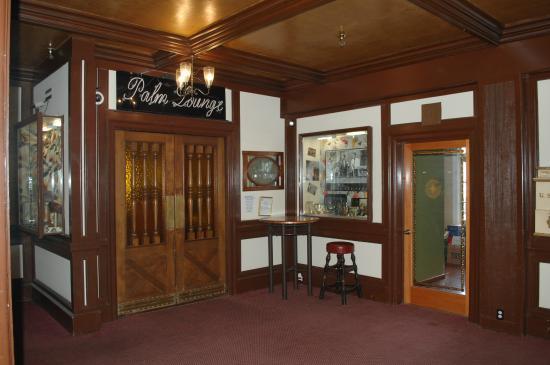 Eureka Inn: more lobby pics