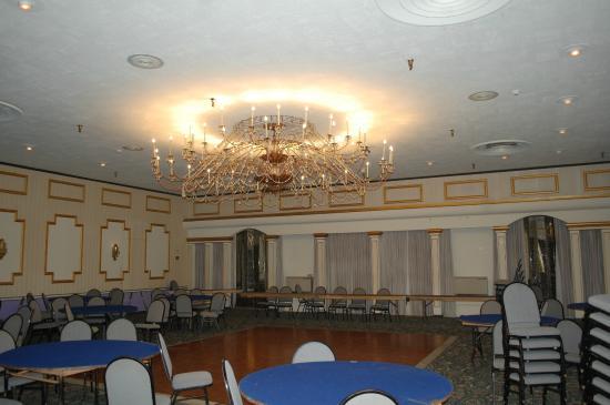 Eureka Inn: The ballroom