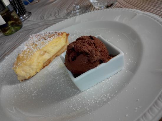 Da Noi Due: torta di ricotta e gelato al cioccolato
