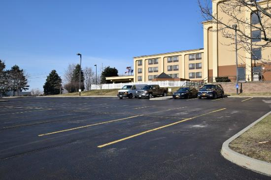 Comfort Inn Latham/Albany North: Car Park and Pool area