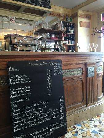 Au vin des rues: bar