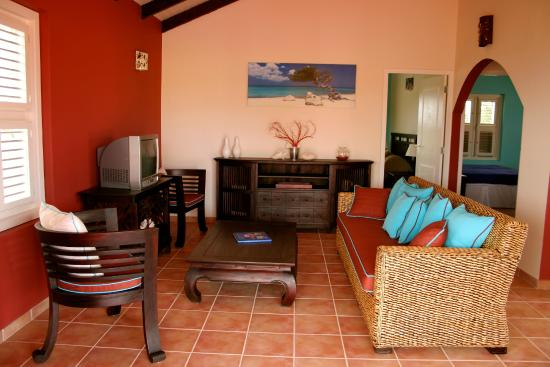 Blachi Koko Apartments Bonaire: Top two-bedroom apartment living room