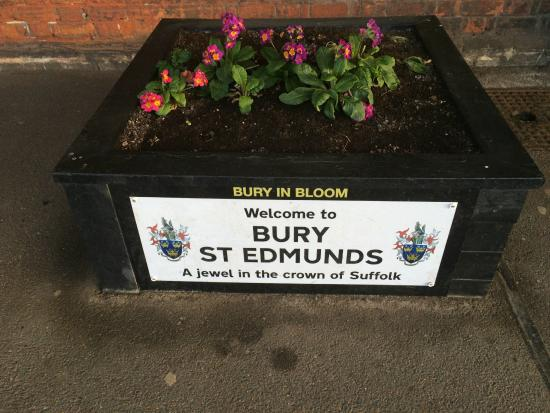 Bury St. Edmunds: At the train station