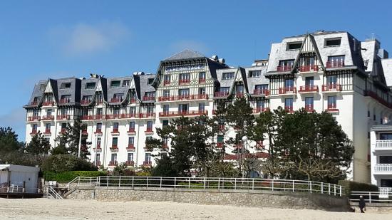 Hôtel Barrière L'Hermitage La Baule : HOTEL VUE DE LA PLAGE
