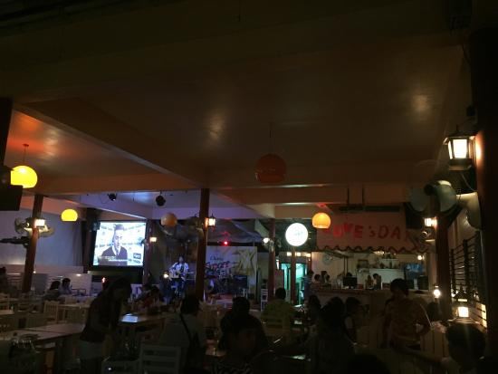 Ozone: Nice and well visited restaurant