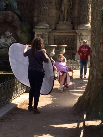 París, Francia: Photo shoot, Medici Fountain, Jardin de Luxembourg