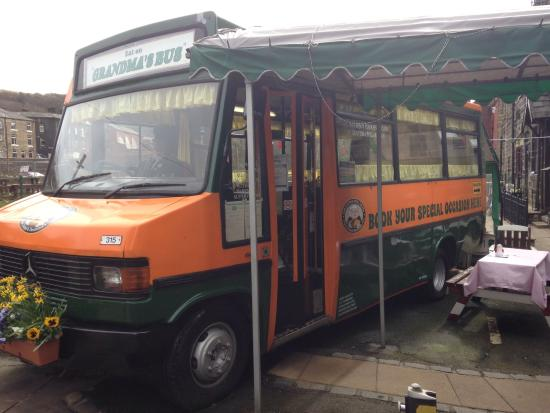 Grandma Pollards Chippy: Just had fish and chips in Ma Pollards Bus