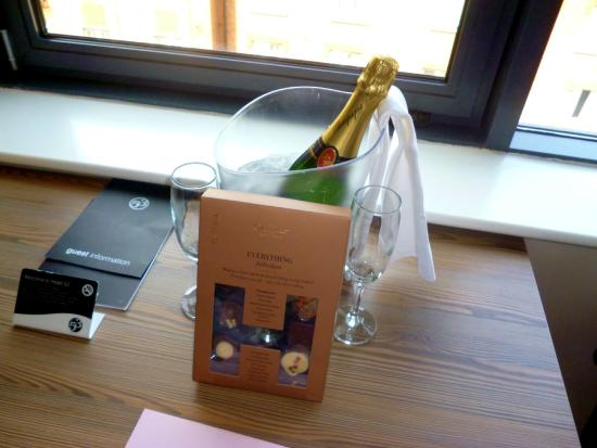 Hotel 53 : Champagne and chocolates!