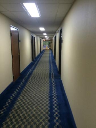Rodeway Inn I-35/Shawnee Mission Pkwy: Main Hallway -1st Floor