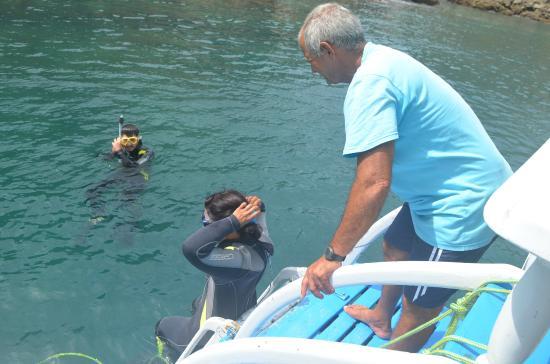 Over Sea Dive Center : Haciendo snorkel miestras esperabamos