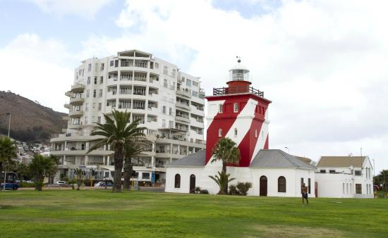 Dolphin Inn Guesthouse, Mouille Point: Working light house close to guest house.