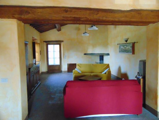 Soggiorno - Picture of Castello di Meleto, Gaiole in Chianti ...